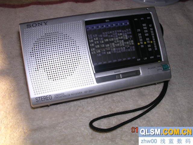 راديو صغير قديم