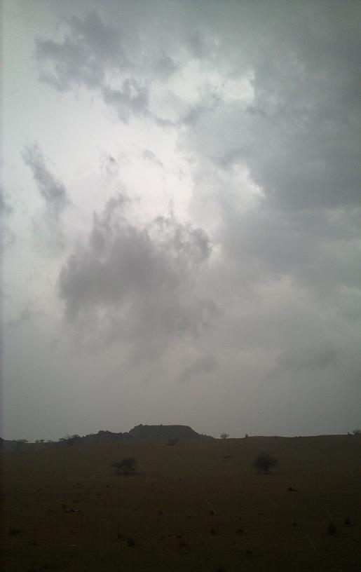 أمطـآر غزيرة وسيـوٍل تقطع الأودية صورة لسيول جنوب مكة) mk98186_11072010100.