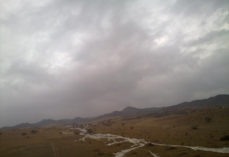 أمطـآر غزيرة وسيـوٍل تقطع الأودية صورة لسيول جنوب مكة) mk98186_11072010117.