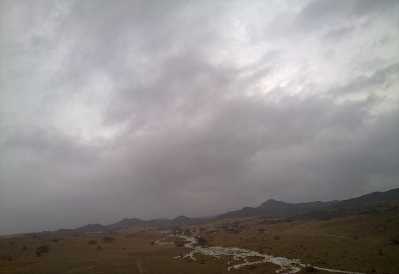 أمطـآر غزيرة وسيـوٍل تقطع الأودية صورة لسيول جنوب مكة) mk98186_11072010119.