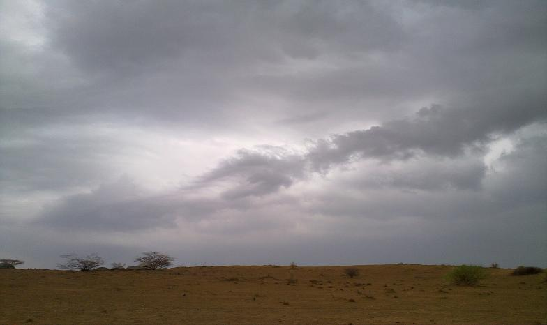 أمطـآر غزيرة وسيـوٍل تقطع الأودية صورة لسيول جنوب مكة) mk98186_11072010180.