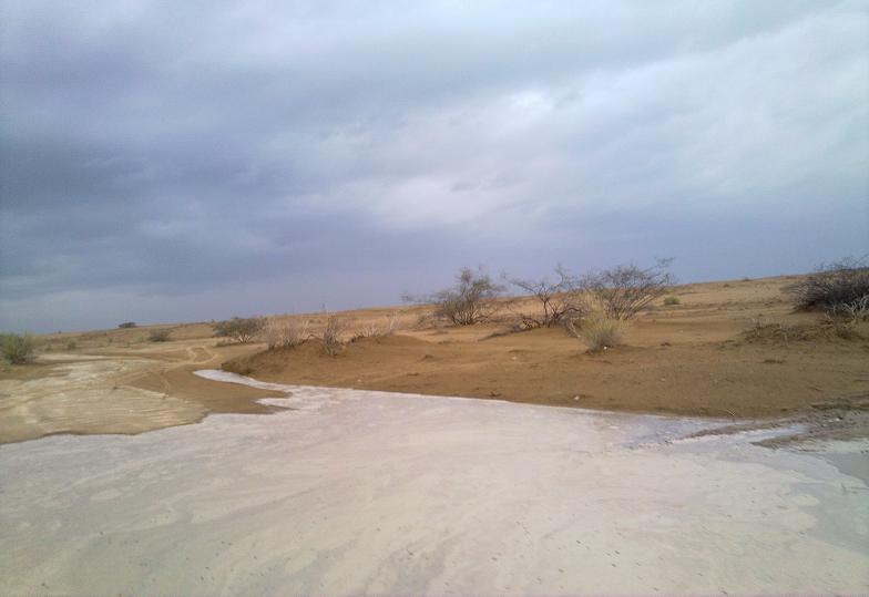 أمطـآر غزيرة وسيـوٍل تقطع الأودية صورة لسيول جنوب مكة) mk98186_11072010200.