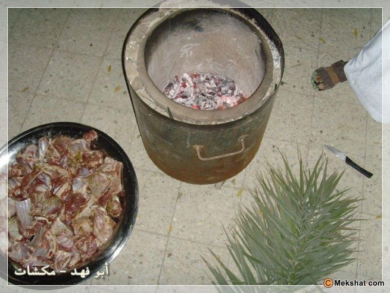 طبخة الحنيذ ذات الطعم اللذيذ ^ دورين لحم في برميل مندي ...